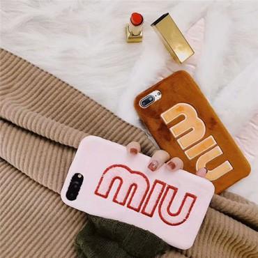 MiuMiuミュウミュウ ブランドiphone12pro/12pro max/12mini/11ケース モノグラム ふわふわ 毛系 ニット 女性 綿毛 芸能人愛用 アイフォンse2/x/xs/xr/8/7/6カバー